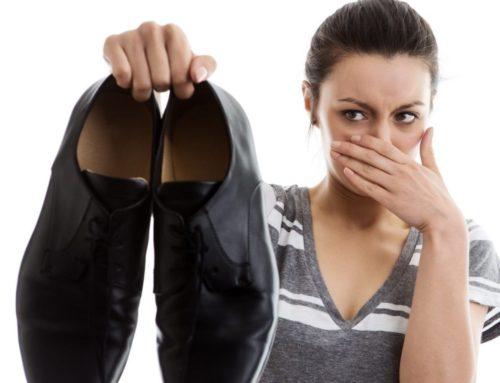 ¿Por qué huelen los pies? Causas y tratamientos